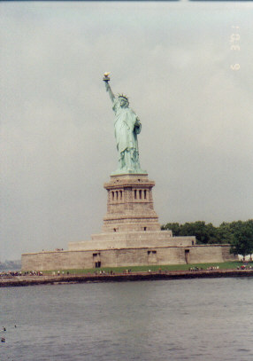 Statue of Liberty from water.jpg (25739 bytes)